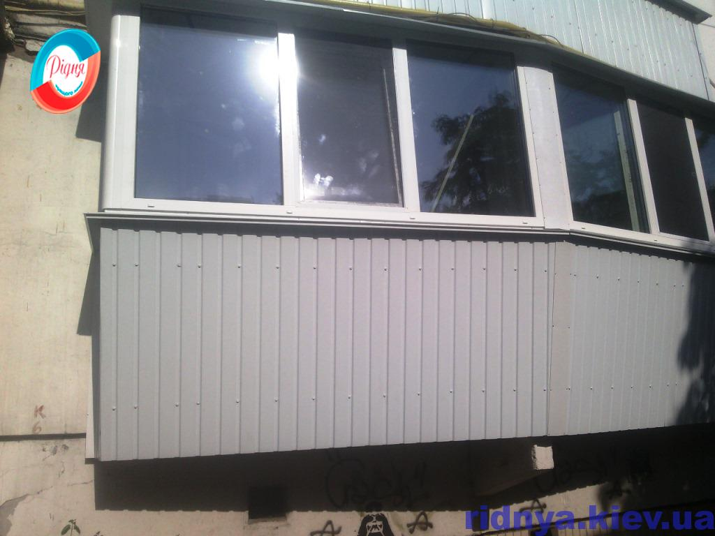 Зовнішня обробка балкона профнастилом - фото компанії Рідня