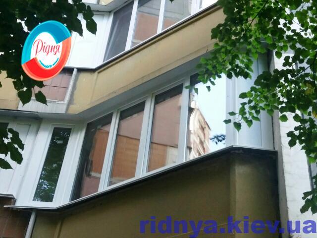 Укомплектовать пластиковые окна отливами на балкон