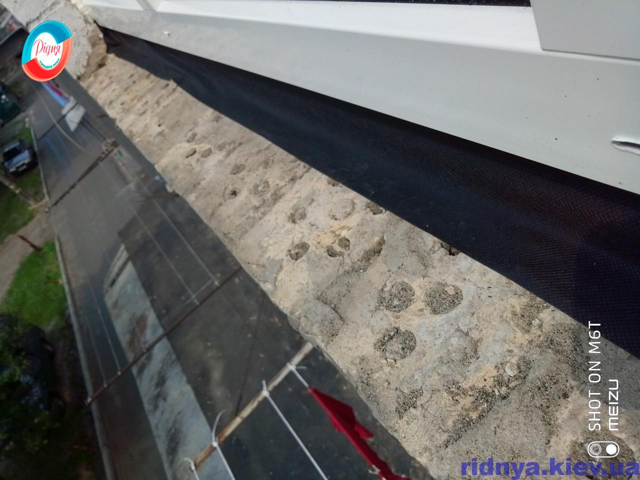 Гидроизоляционная паропроницаемая лента для окон - фото работы бригады 11