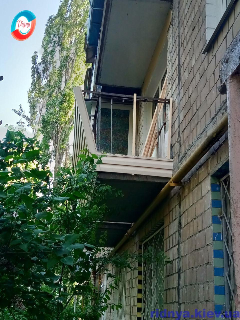 Балкон в Хрущевке Киев на ул. Потапова - работы бригады 16