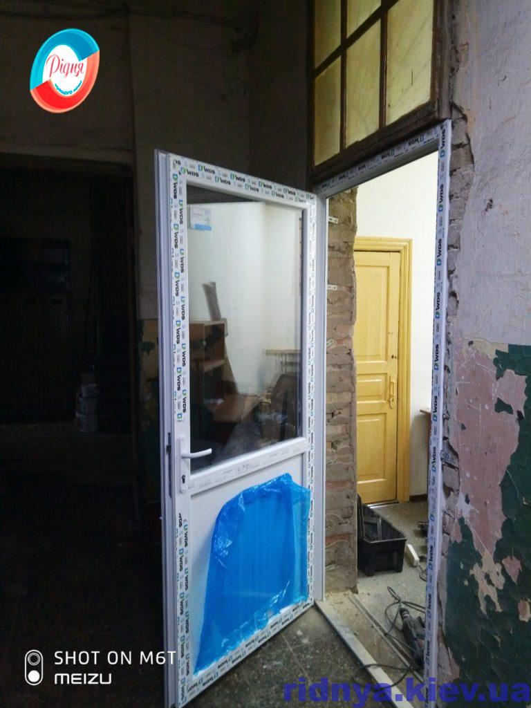Входные пластиковые двери Ирпень ул. Садовая 94 - фото бригады №11