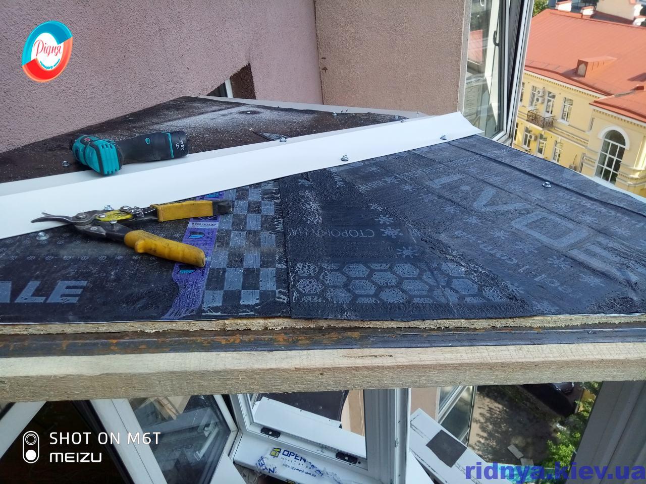 Монтаж крыши на балконе в Киеве фото бригады 13