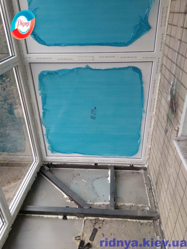Балкон с выносом в Киеве на Дарницьком бульваре 3а