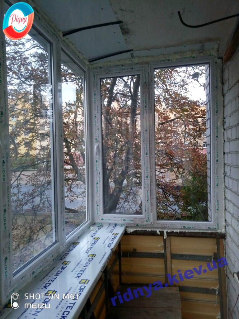 Балконы в профильной системе Лидер