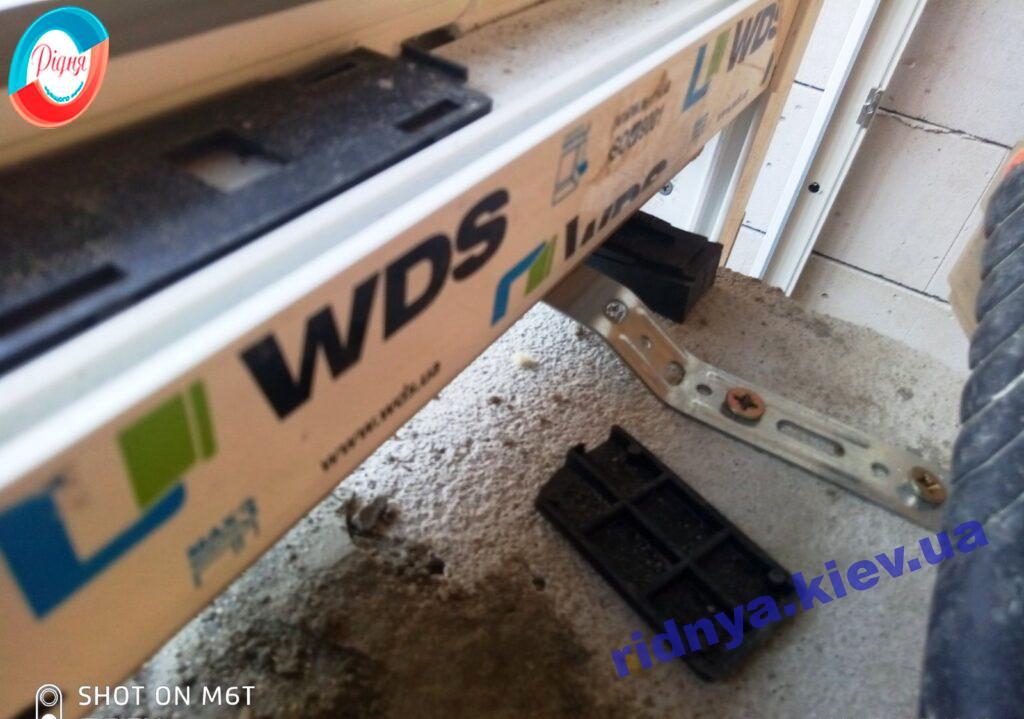 Установка балконного блока WDS Киев ул. Гринченко 2 фото ™РИДНЯ