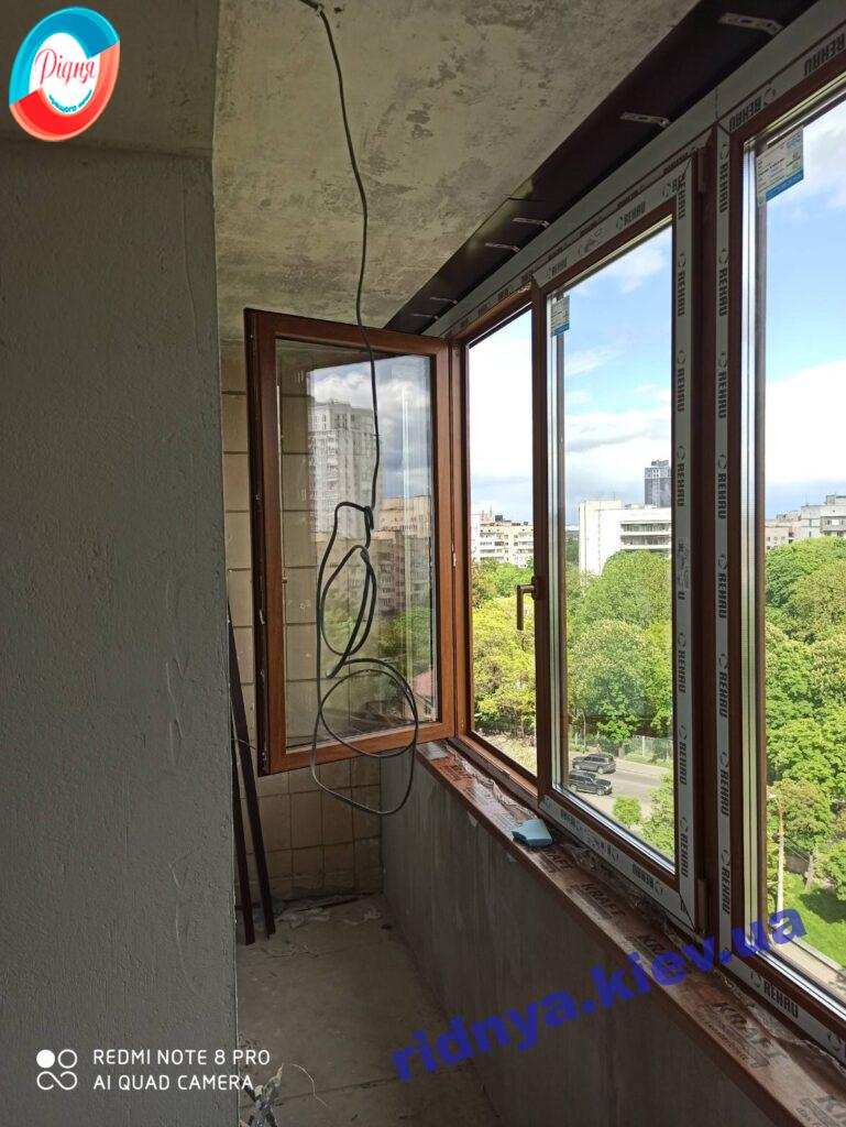 Ламинированный балкон Rehau Киев фото работы 16 бригады